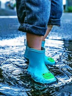 雨,水たまり,水面,子供,長靴,雨の日