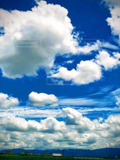 青空の雲の写真・画像素材[2292817]