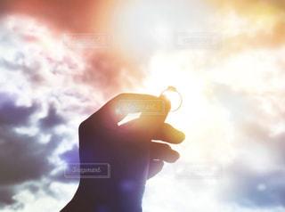 自然,風景,空,太陽,雲,手,指輪,影,シルエット,光,ぼかし,結婚指輪,結婚,リング,クラウド
