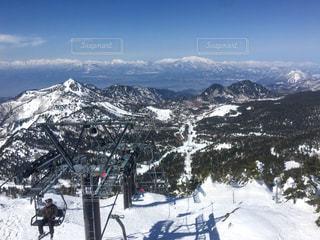 男性,1人,自然,風景,アウトドア,空,スポーツ,雪,屋外,山,人物,スキー,ゲレンデ,レジャー,スキー場,スキーリフト,スキー牽引