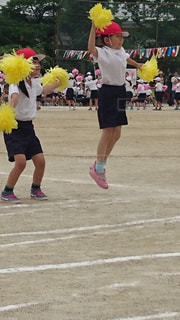 白,ジャンプ,黄色,子供,女の子,運動会,ボンボン