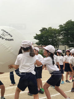 赤,白,帽子,子供,女の子,学校,思い出,運動会,小学校,頑張る,大玉,体操着
