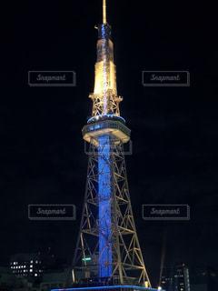 夜に時計塔が点灯するの写真・画像素材[2260673]