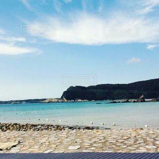 海に隣接する砂浜の写真・画像素材[2329137]