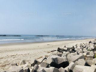 浜辺の人々のグループの写真・画像素材[2329156]