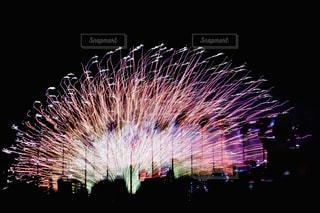 空の花火の写真・画像素材[2353783]