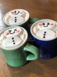 カフェ,コーヒー,屋内,カラフル,テーブル,マグカップ,食器,グラス,カップ,店,乾杯,ドリンク,カラー,コーヒー カップ