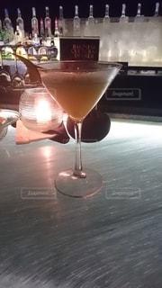お酒,屋外,カラフル,ガラス,テーブル,ワイン,グラス,店,カクテル,乾杯,ドリンク,カラー,飲料,飲む,ソフトド リンク