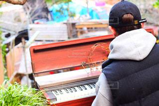 男性,風景,屋外,ピアノ,人物,背中,人,後姿,日中