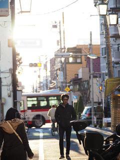 屋外,歩く,道路,都会,人物,道,人,歩道,通り