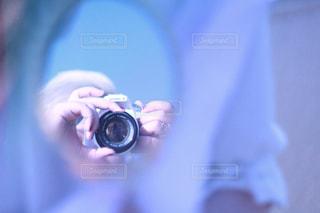 女性,海,カメラ,自撮り,屋外,白,青,指輪,鏡,ふわふわ,人物,セルフィー,人,キラキラ,金髪,インスタグラム,きらきら,セルフショット,インスタ映え,自分撮り