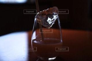 飲み物,インテリア,屋内,水,氷,ガラス,テーブル,コップ,食器,ワイン,グラス,カクテル,ドリンク,ライフスタイル,ソフトド リンク