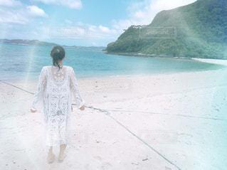 女性,風景,海,空,屋外,ビーチ,後ろ姿,波打ち際,波,沖縄
