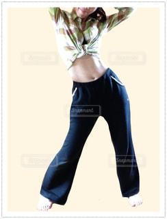 女性,スポーツ,屋内,部屋,室内,腕,健康,運動,トレーニング,ダイエット,腹筋,お腹,筋トレ,くびれ,ズボン,ウエスト,痩せ,細身,健康管理,脚やせ