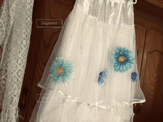 花,春,夏,白,青,黄色,水色,日常,スカート,洋服,ハンガー,ハンドメイド,生活,初夏,手作り,ホワイト,糸,ライフスタイル,針,裁縫,収納,クローゼット,ソーイング,ストール,衣替え,整理整頓,針山,お直し