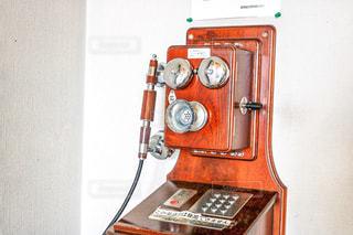 レトロな電話機の写真・画像素材[2401009]