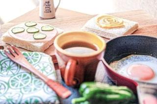 サンドイッチ作りの朝の写真・画像素材[2484041]
