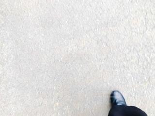 一歩前に踏み出す足の写真・画像素材[2700519]