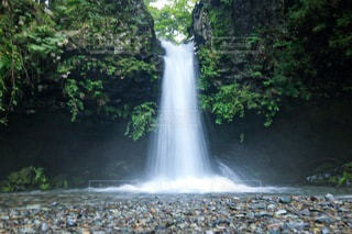 滝のマイナスイオンの写真・画像素材[3485379]