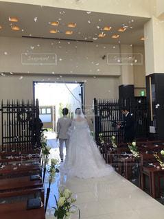 後ろ姿,結婚式,人物,背中,人,後姿,教会,新郎,新婦,新郎新婦,新婚,ウエディングドレス