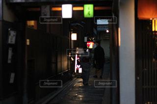 夜景,カップル,屋外,京都,後ろ姿,男,女の子,背中,浴衣,後姿,路地
