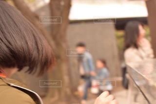 女性,髪,屋外,後ろ姿,道,人,後姿,目黒川,振り向き