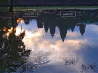 水面に映るアンコールワットの写真・画像素材[2213044]
