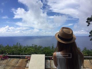 女性,風景,海,空,屋外,雲,青空,後ろ姿,帽子,女の子,人物,人,後姿,服
