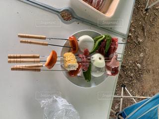 テーブルの上の食べ物の写真・画像素材[2817622]