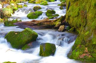 いくつかの水の上に大きな滝の写真・画像素材[2095569]