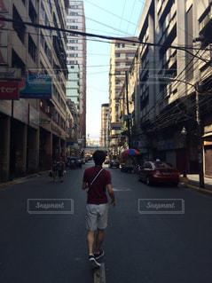 建物,海外,後ろ姿,道路,人物,背中,人,後姿,フィリピン,後ろ,背後,写真素材,フォトコンテスト,後ろ姿フォト