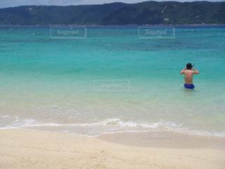 海,南国,後ろ姿,砂浜,男の背中