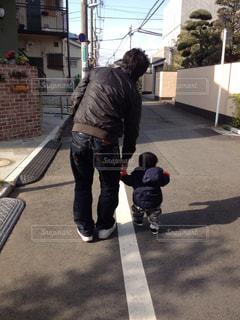 親子,後ろ姿,散歩,背中,男の子,テクテク,幸せの瞬間