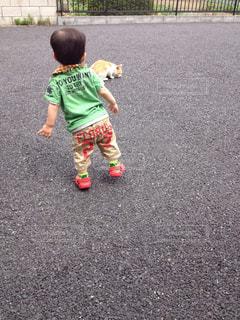 歩くだけで楽しい年頃の写真・画像素材[2262202]