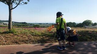 屋外,散歩,女の子,男の子,2歳,お散歩,兄妹,6歳,暑い日