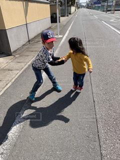 屋外,女の子,男の子,お散歩,兄妹,公園まで