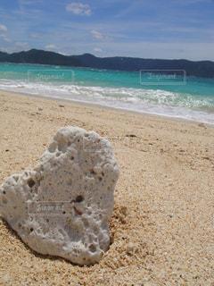 海,砂浜,波,海辺,海岸,ハート型,ハート,奄美大島,珊瑚礁,ハートの形,ハートの珊瑚