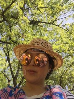 帽子とサングラスとみどりの写真・画像素材[2287517]