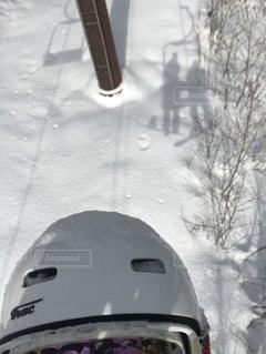 友だち,アウトドア,冬,自撮り,スポーツ,雪,屋外,白,影,人物,ゲレンデ,レジャー,ヘルメット,陰,スキー場,スノーボード,ウィンタースポーツ