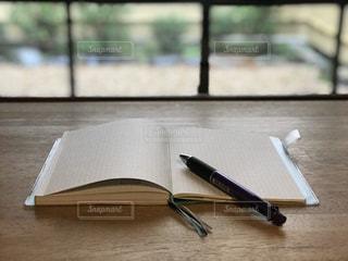 古民家カフェで手帳を開くの写真・画像素材[3004138]