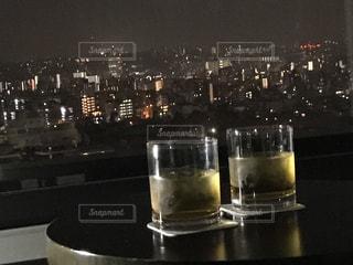 飲み物,夜,夜景,部屋,室内,窓,グラス,窓際,ドリンク,水割り