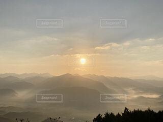自然,風景,空,屋外,朝日,雲,霧,山,景色,夜明け,正月,雲海,お正月,日の出,奈良,グラデーション,新年,初日の出,宇陀市,鳥見山