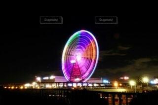 夜に明るくした街の写真・画像素材[4074411]