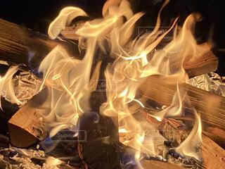焚き火の炎の写真・画像素材[4328215]
