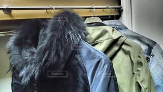 衣替えする冬物コートの写真・画像素材[4340387]
