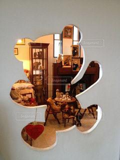 クマの形ののぞき窓から…の写真・画像素材[2128385]