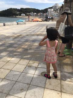 子ども,海,後ろ姿,海辺,人物,背中,人,後姿,たそがれ