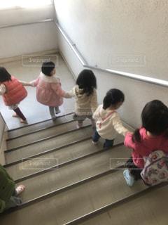 階段,後ろ姿,子供,人物,背中,人,後姿,遊び場,手をつないで