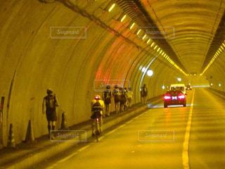 トンネルの中もランニングの写真・画像素材[2108643]