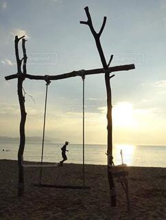 砂浜でランニングの写真・画像素材[2121612]